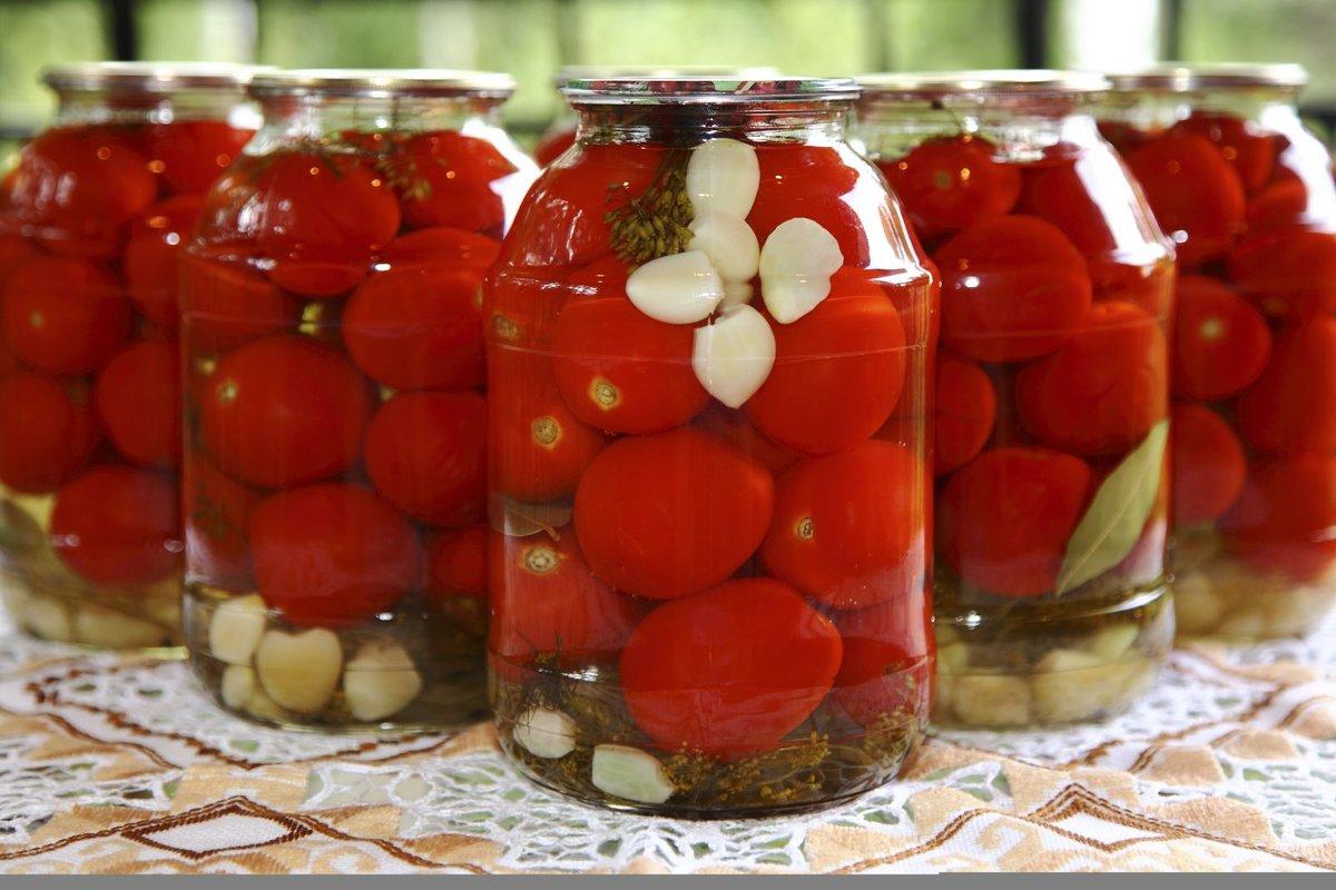 Заготовка очень вкусных и сладких томатов.