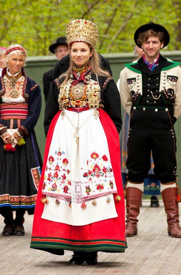этот орган костюмы разных стран фото используют многие