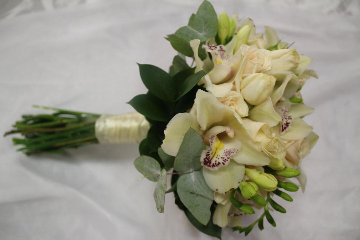 Цветы, свадебный букет орхидей фрезий