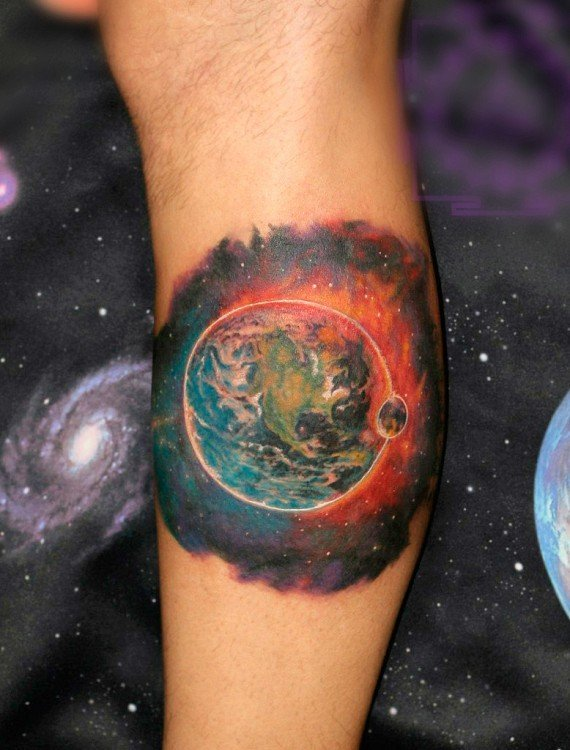 Вот пример качественной работы тату планета в космосе, созданной мастерами тату-салоне ТАТУМАНИЯ.