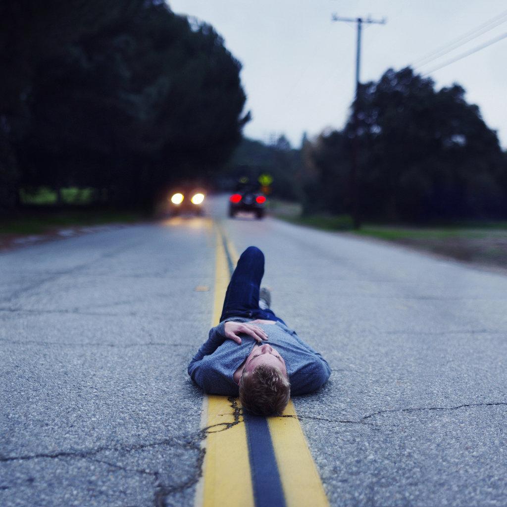 картинка лежа на дороге выбирать как среди