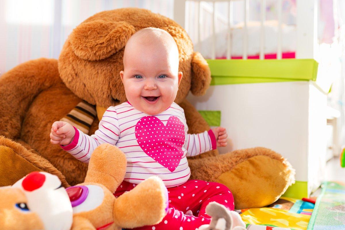 Малыш и игрушки картинка