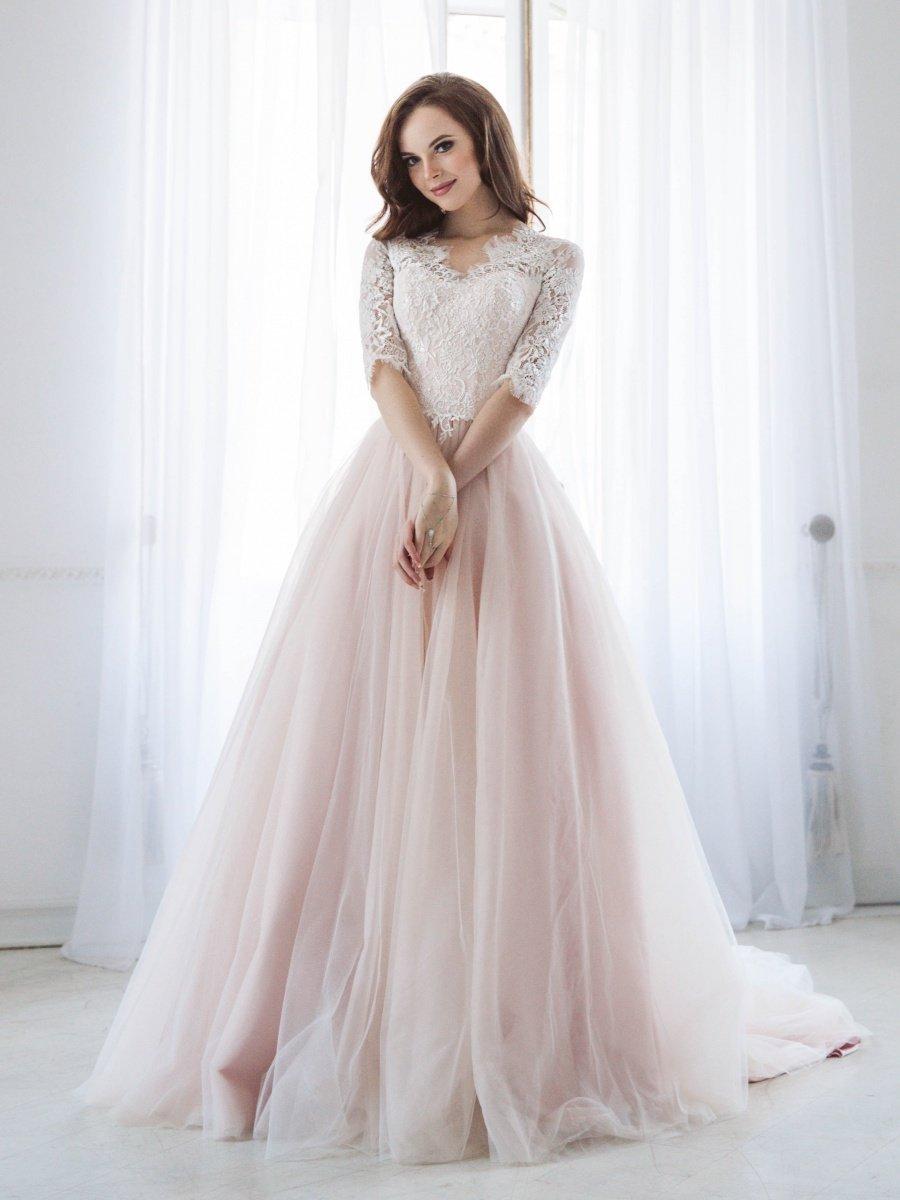 невеста в свадебном палатье