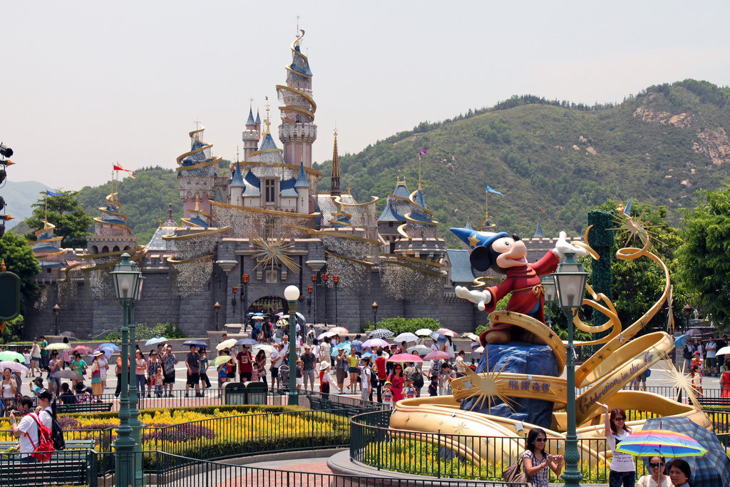 disney in hong kong Hong kong disneyland is the smallest disneyland in the world and as such it is a great first introduction to the magic of disneyland for young kids it's easily accessible via public transport, the crowds aren't as big (compared to tokyo disneyland for instance) and you can knock it off in one day if you need to.
