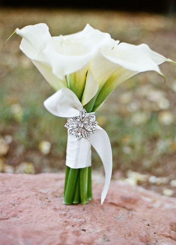 Лилий, букеты с белыми каллами