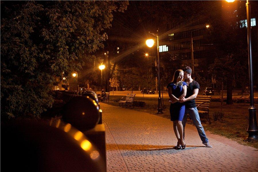 Фото парень с девушкой ночью
