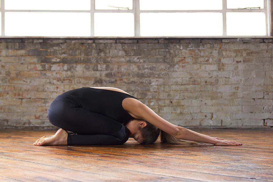 выполняет самые сложные картинки йоги сложении