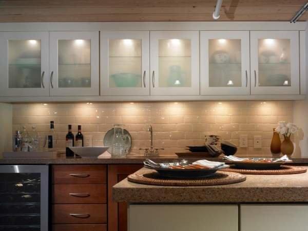 Функциональные потолочные светильники для кухни.