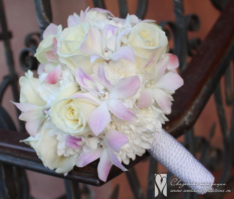 Свадебный букет из дикие орхидеи и розы