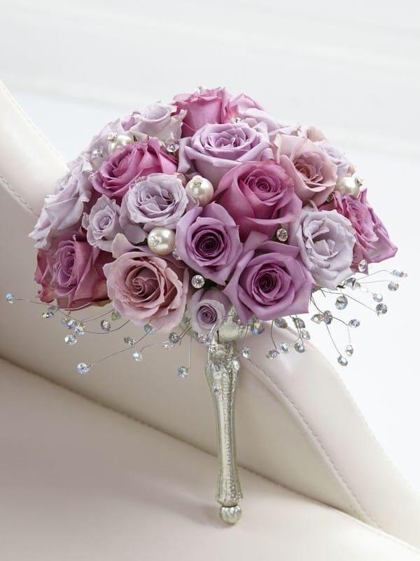 Букет невесты из роз с бусинками, цветов инта букет