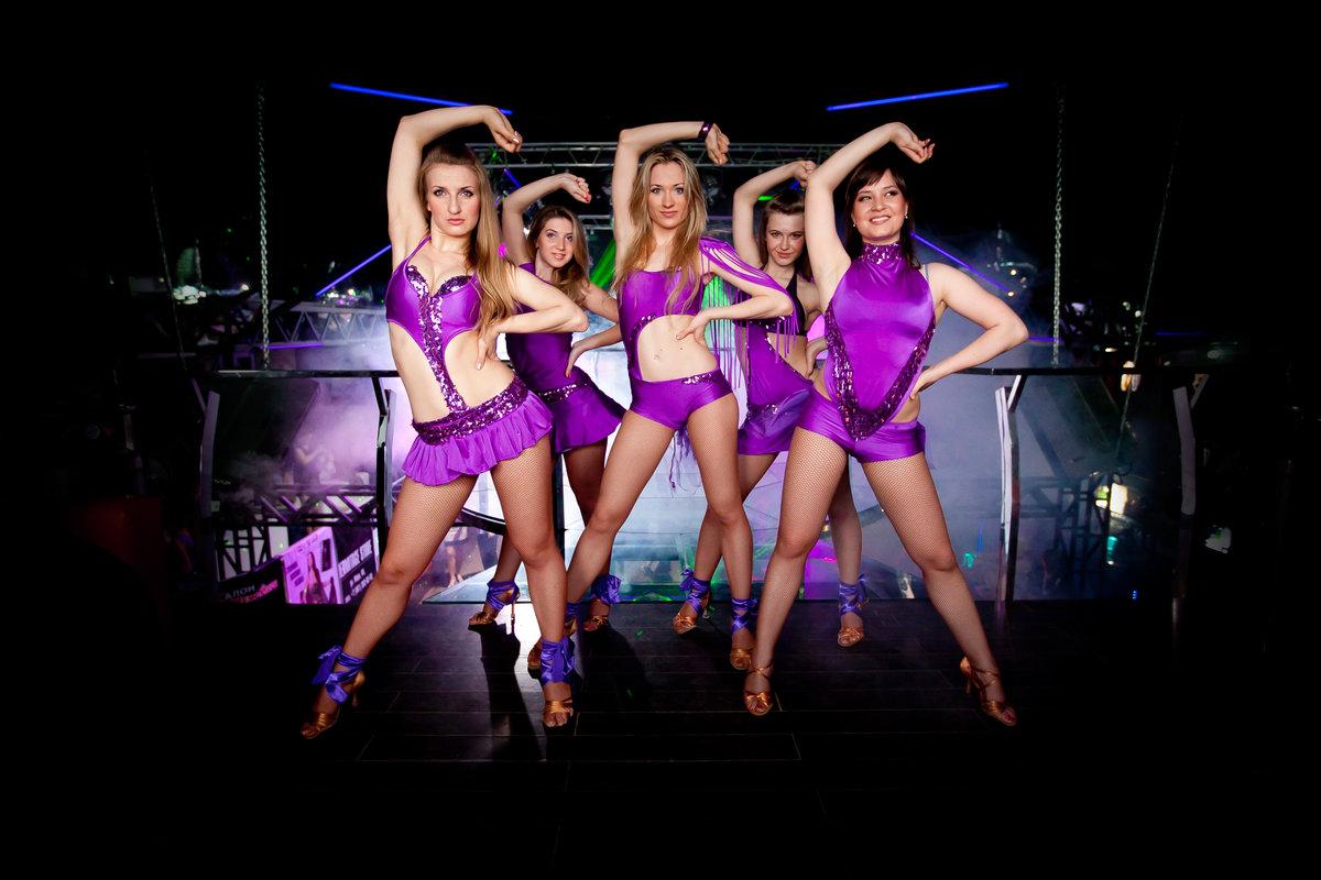 Танцевальные коллективы девушек в белом нижнем белье — img 2