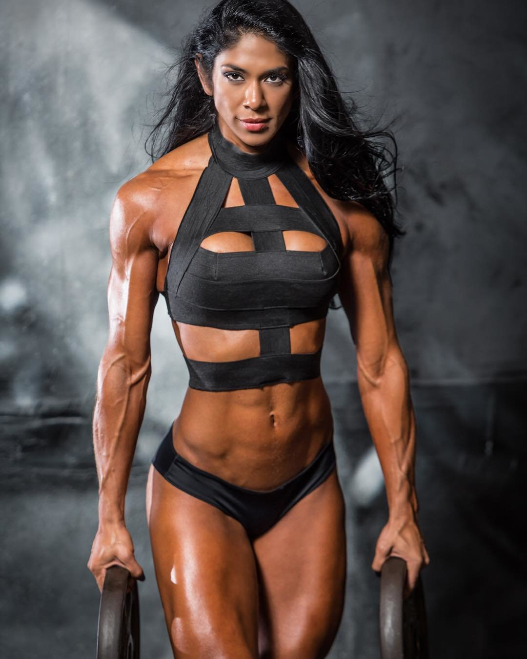 Female bodybuilder bikini pictures — img 6