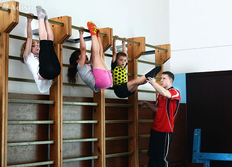 гимнастика в шкафу люда