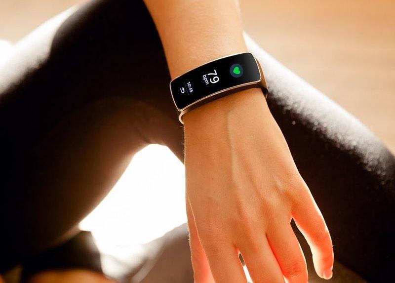 Браслет, который фиксирует нашу двигательную активность и может скорректировать наш образ жизни. Активизировав браслет, необходимо ввести в него свои данные.