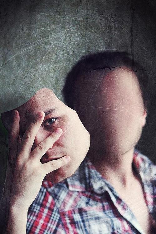 равнодушие людей картинка спины