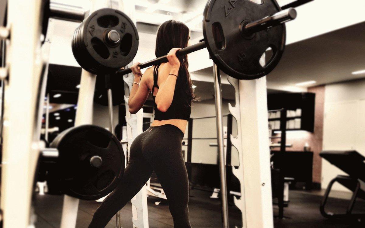 Картинки девушки на аву крутые в спортзале