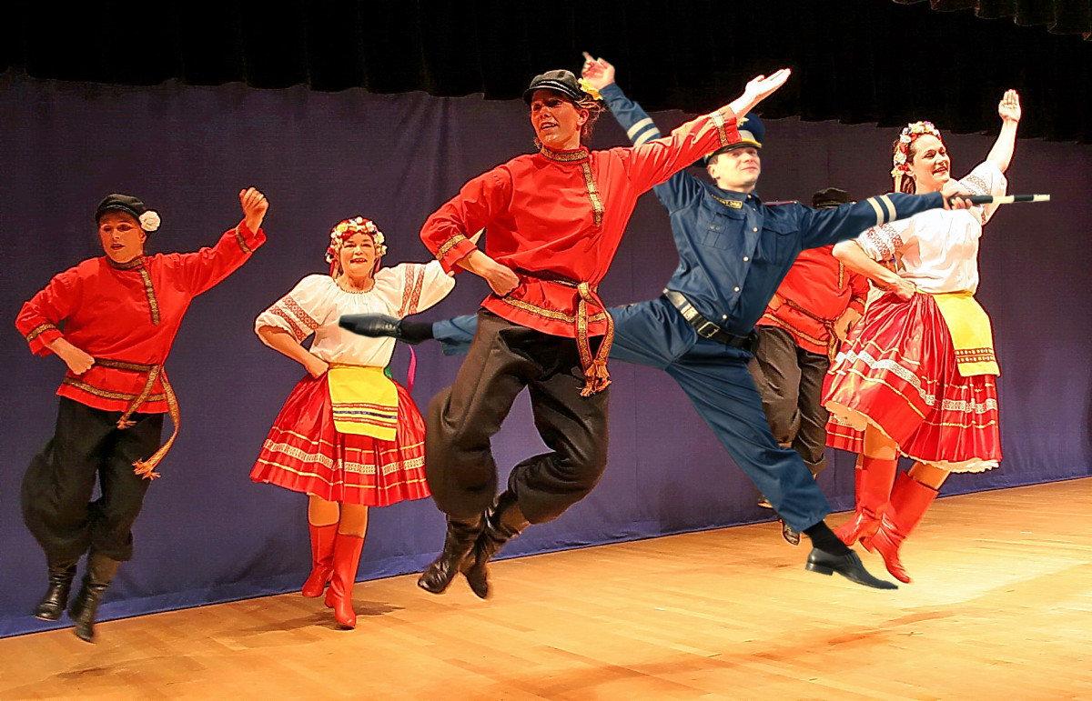 Картинка с народными танцами