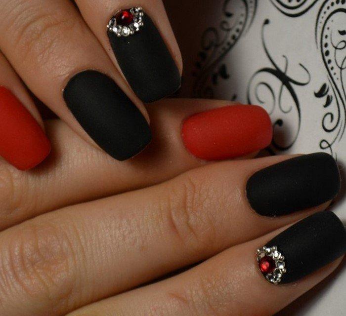 Маникюр сочетание черного и красного