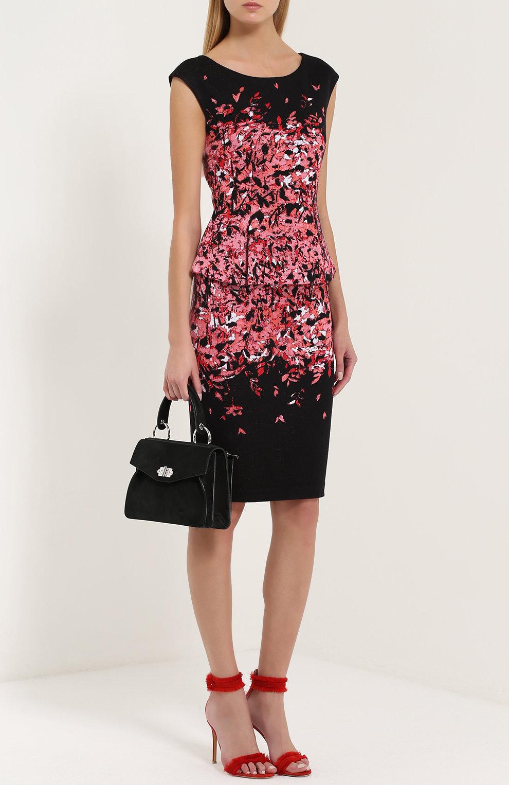 e00d9a4fd3ea28d ... Женское черное платье-футляр без рукавов с принтом и баской