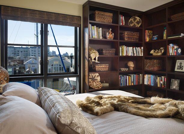 Маленькая спальня с угловым открытым шкафом