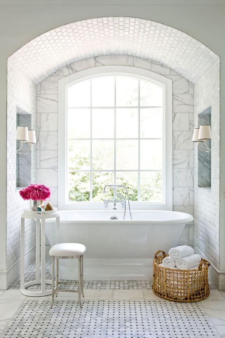 Уютный уголок с ванной в стиле шебби шик