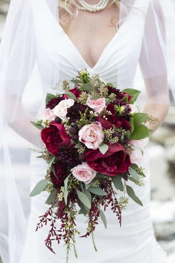Салон, свадебный букет цвета марсала из пионов