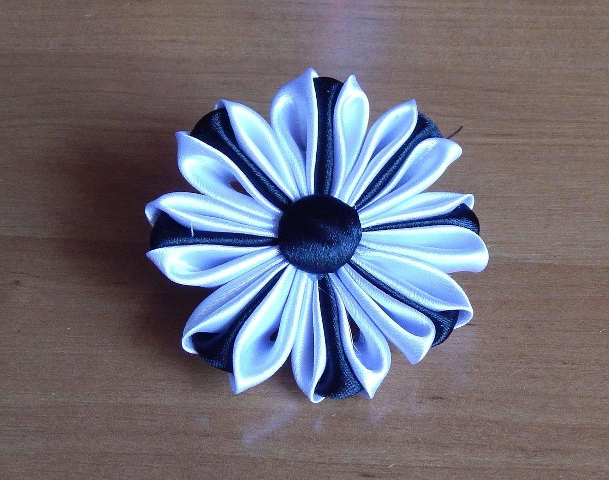 Цветы канзаши из атласных лент своими руками #12