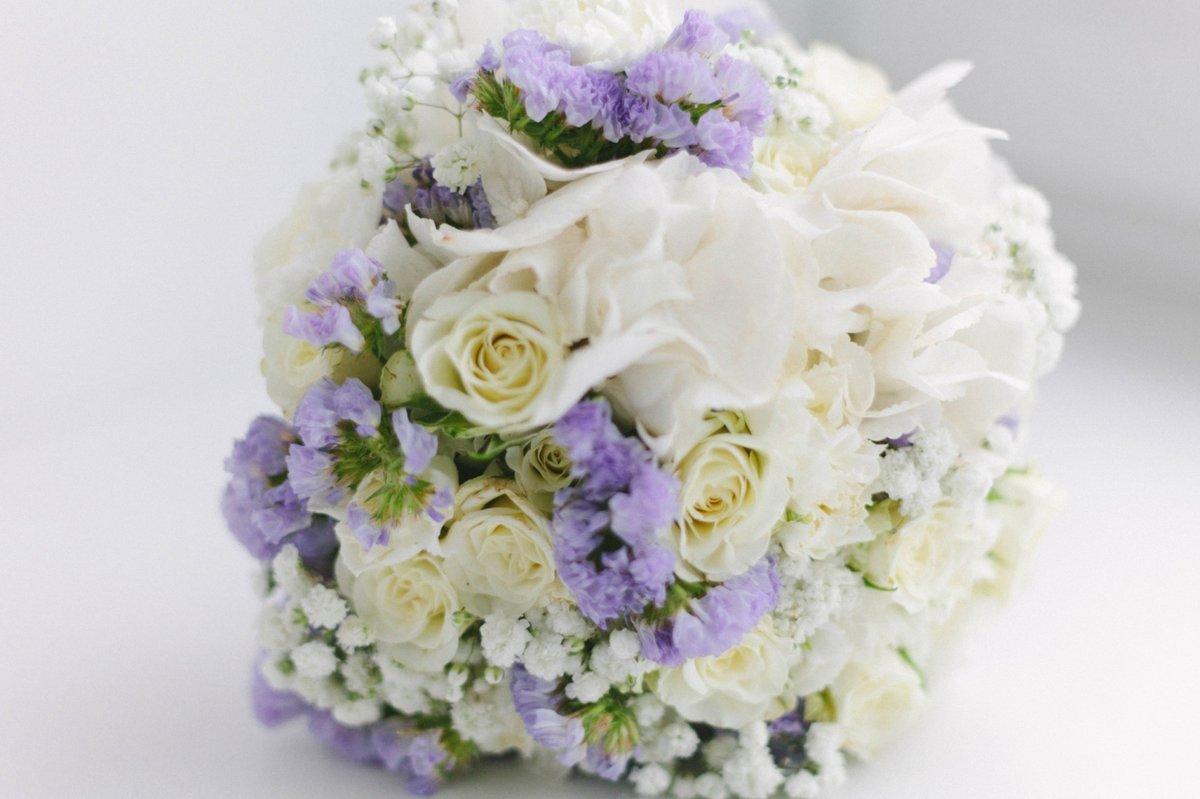 Букет невесты переход из розы и гортензии, букеты
