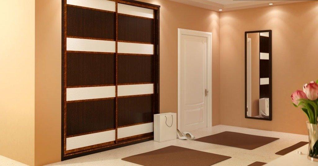 """Бело-коричневый шкаф в прихожей персикового цвета"""" - карточк."""