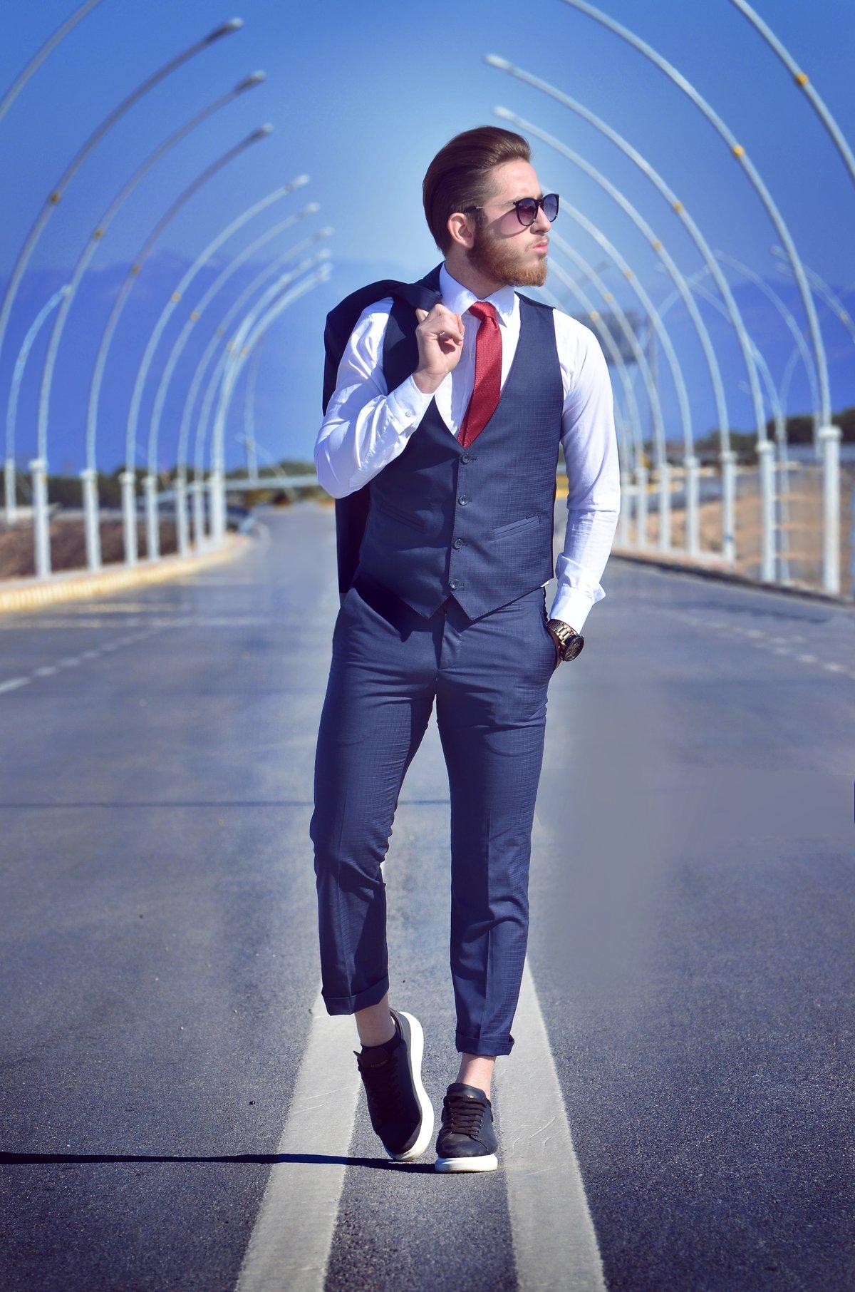 помочь как фотографироваться в мужском костюме разновидности железнодорожных