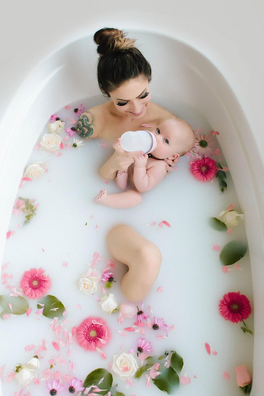 фотосессия в ванне с молоком фото
