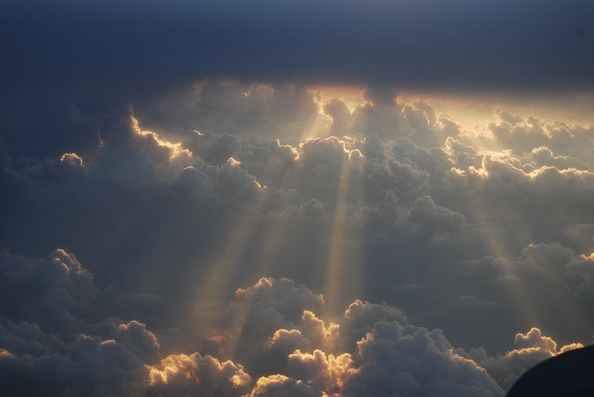 брюс фото лучи солнца сквозь облака часы