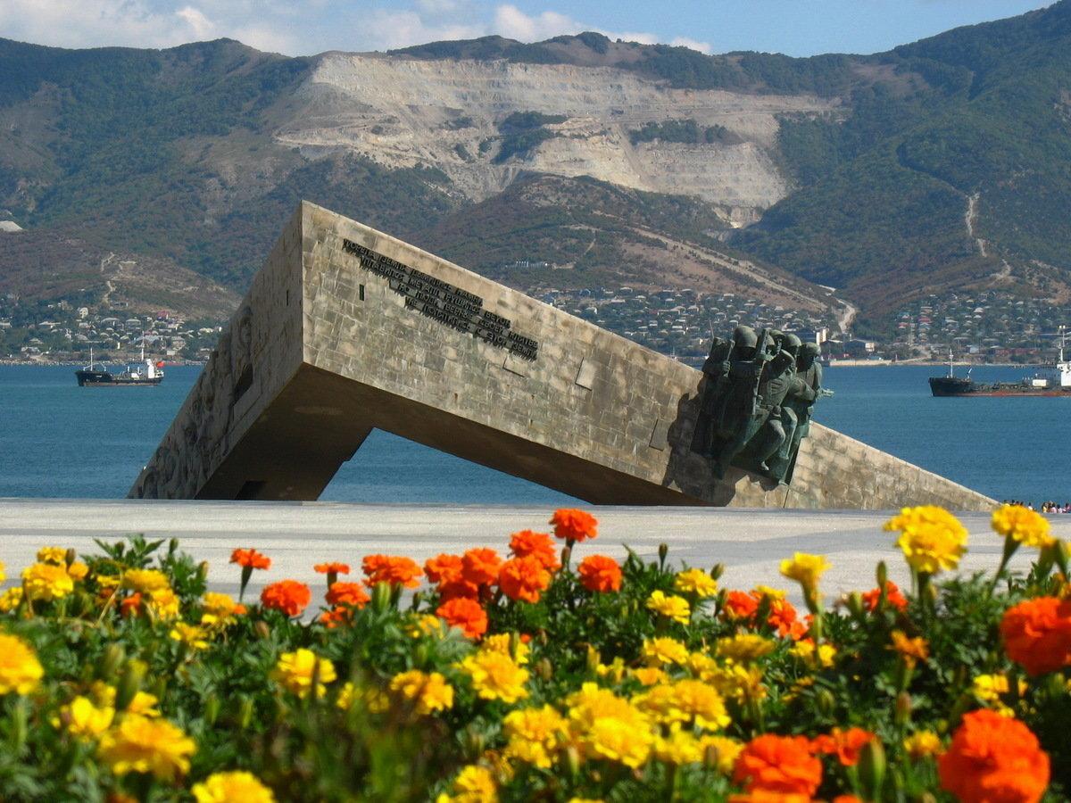 памятники новороссийска фото с описанием