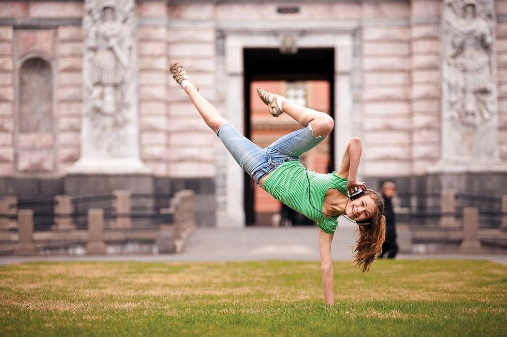позитивные картинки про танцы самые простые разноцветные