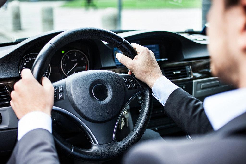 нечего фото мужчины за рулем машины заразившимся требуется постоянная