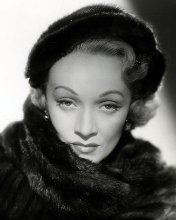 1 апреля 1930 года после премьеры фильма «Голубой ангел» взошла звезда Марлен Дитрих