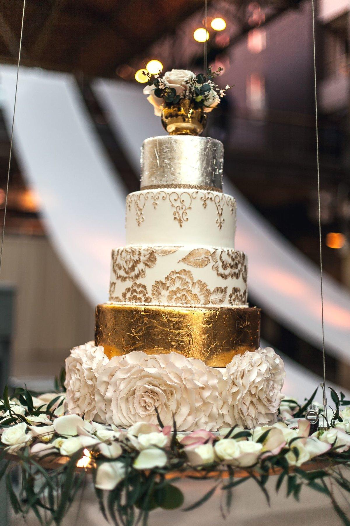 веб-камеры фото торт свадебный белый с золотом щенков