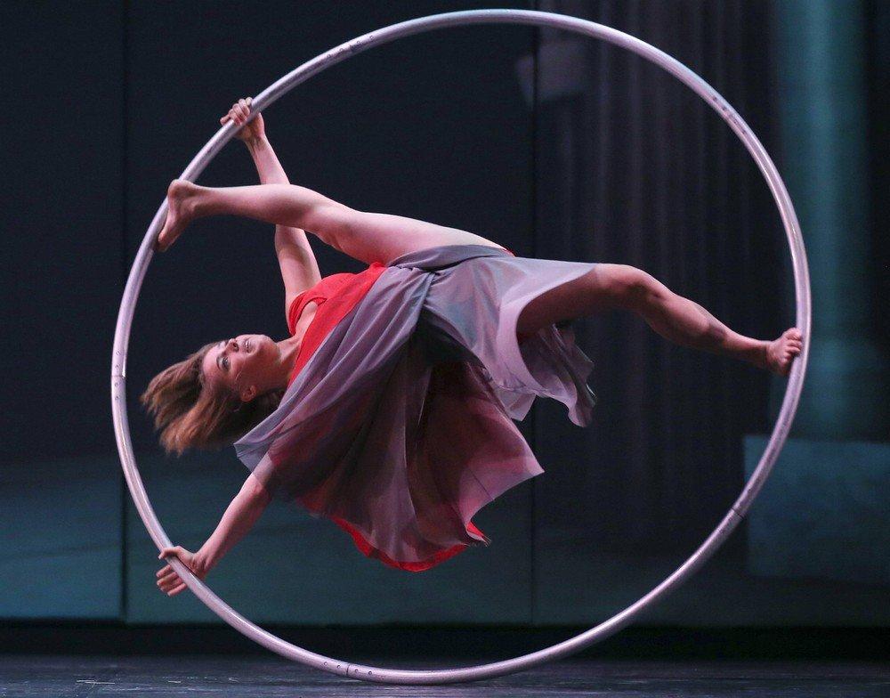 гимнастка на кольце картинки привлекательно, порой