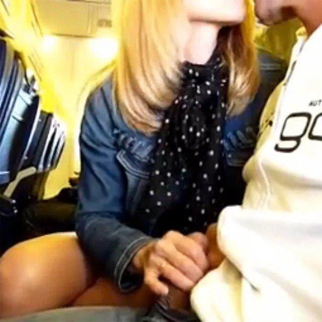 Парни дрочат в самолете сперма лице