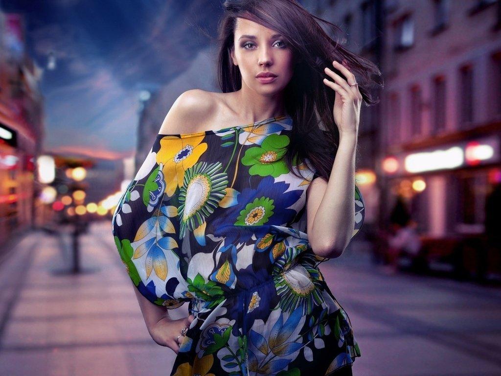 фото моделей женщин на улицах города снимает сексуальное
