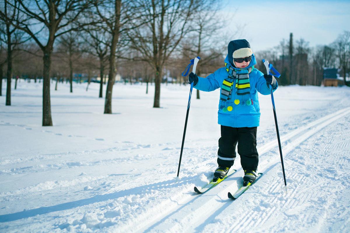 Бежит, картинки лыжники дети