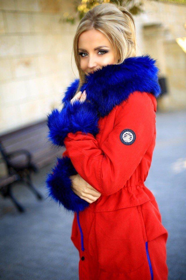 Картинки девушек в красной куртке