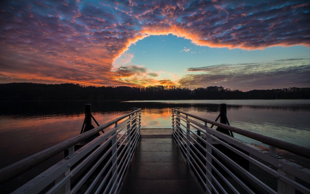 начинаешь фотографировать рассвет с моста первого брака