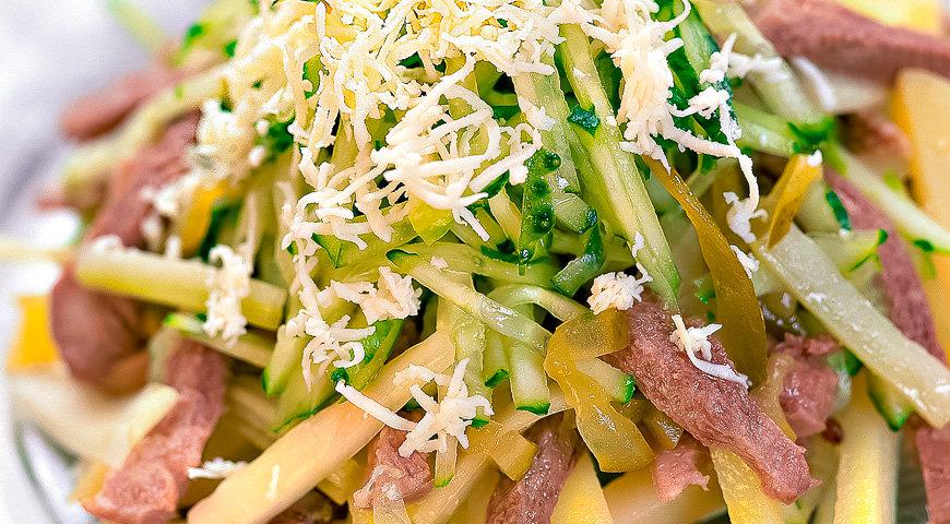 Выберите из самых вкусных теплый салат с языком, вперед на кухню, пора начать готовить по указанным в рецепте инструкциям.