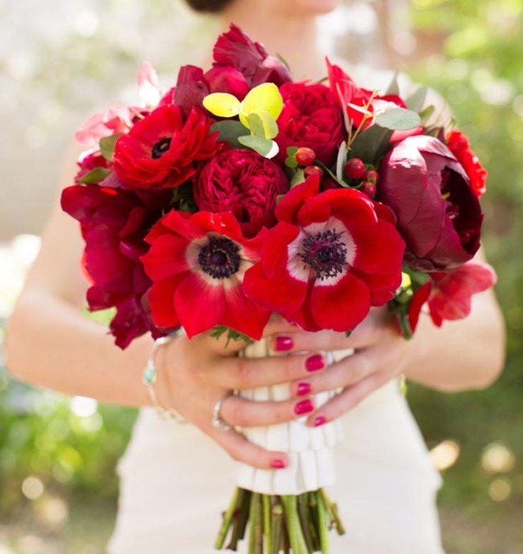 Гвоздики, свадебный букет красные маки