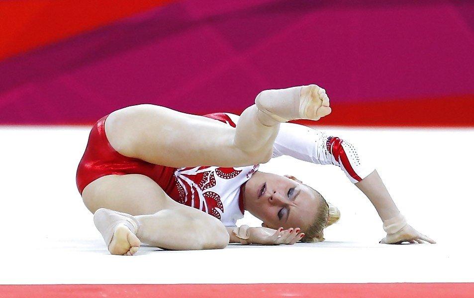 Казусы в спорте гимнастике фото, девушка мастурбирует на кухне на стуле