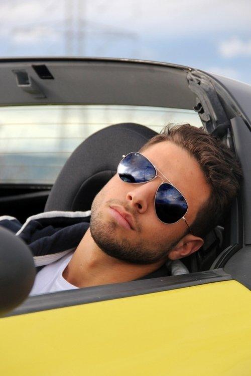 Красивые картинки парней в машине