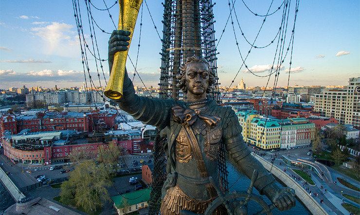 9 апреля 1699 года Петр I издал Указ «О наблюдении чистоты в Москве и о наказании за выбрасывание сору и всякого помету на улицы и переулки»