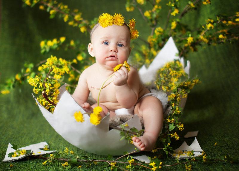 Фото малыша в цветах 75