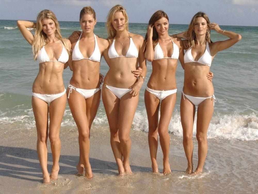 Пляжи девушки бикини